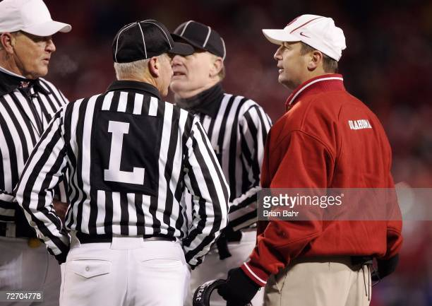 Head coach Bob Stoops of the Oklahoma Sooners complains to the officials late in the fourth quarter of the 2006 Dr Pepper Big 12 Championship against...