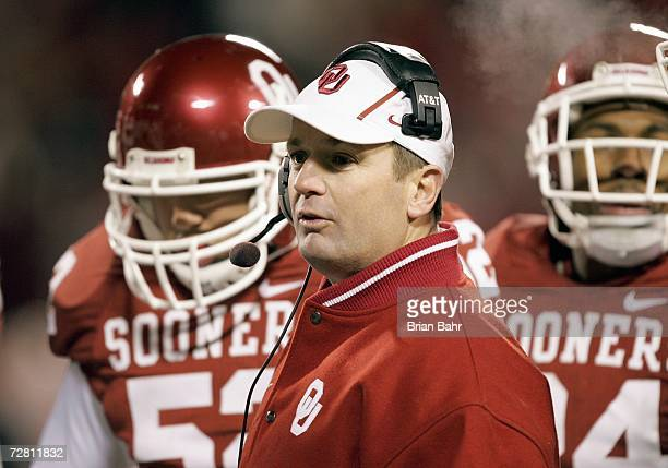 Head coach Bob Stoops of the Oklahoma Sooners looks on against the Nebraska Cornhuskers during the 2006 Dr Pepper Big 12 Championship on December 2...