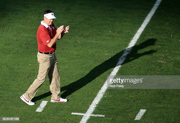 Head coach Bob Stoops of the Oklahoma Sooners reacts on the field prior to the 2015 Capital One Orange Bowl between the Clemson Tigers and the...