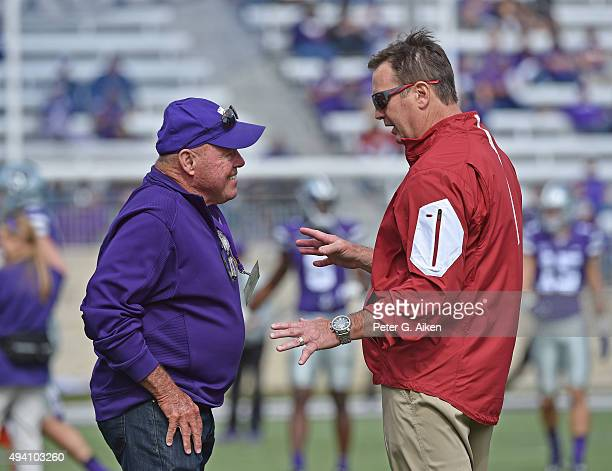 Head coach Bob Stoops of the Oklahoma Sooners talks with former professional golfer Jim Colbert prior to the game against the Kansas State Wildcats...