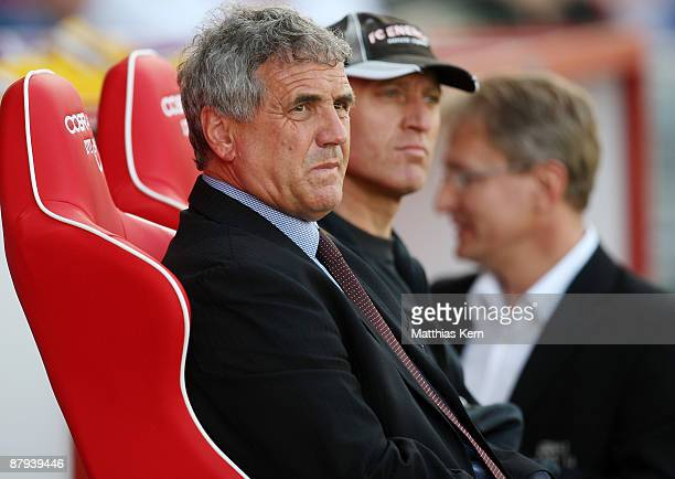 Head coach Bojan Prasnikar of Cottbus is seen during the Bundesliga match between FC Energie Cottbus and Bayer 04 Leverkusen at the Stadion der...