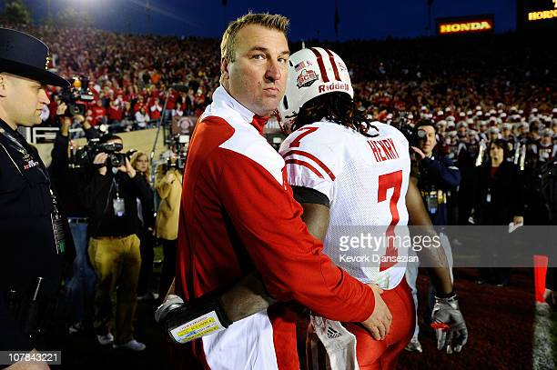 Head coach Bret Bielema and defensive back Aaron Henry of the Wisconsin Badgers walks off the field after losing 21-19 to the TCU Horned Frogs in the...
