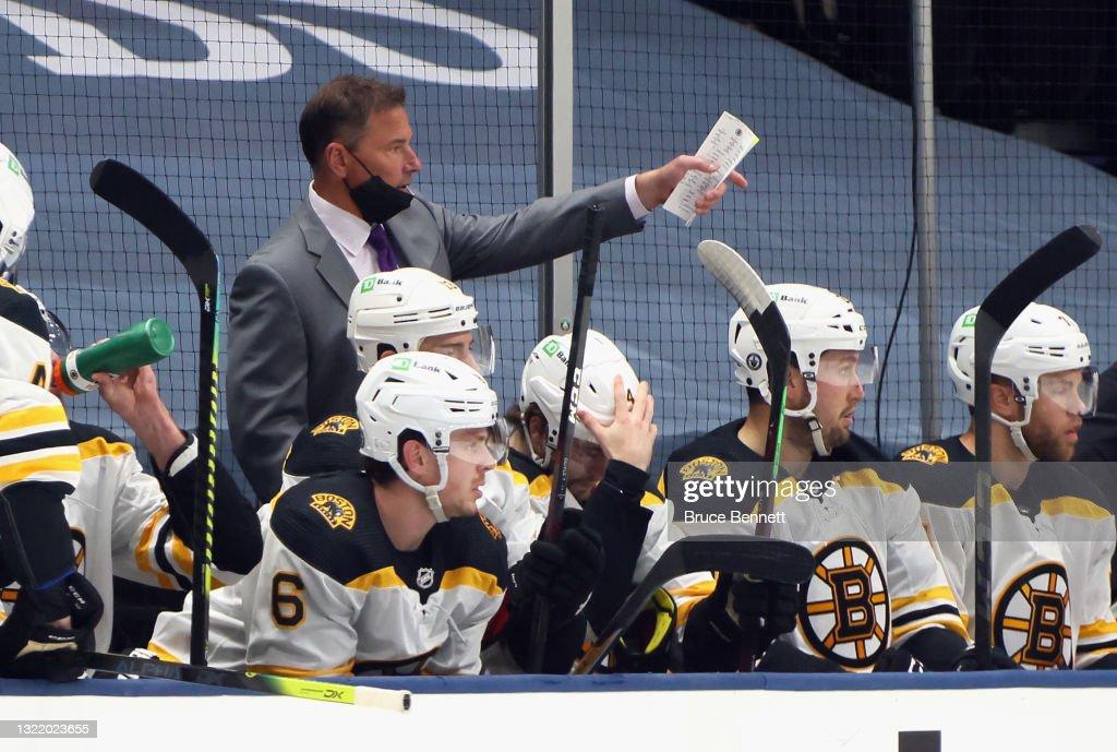 Boston Bruins v New York Islanders - Game Four : News Photo