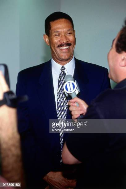 Head Coach Butch Beard of the New Jersey Nets introduce there new draftee Ed O'Bannon at a press conference on June 29 1995 in East Rutherford New...
