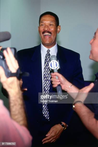 Head Coach Butch Beard of the New Jersey Nets introduces there new draftee Ed O'Bannon at a press conference on June 29 1995 in East Rutherford New...