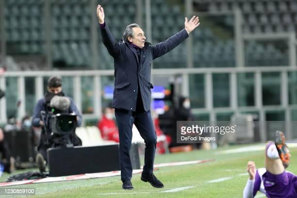 Head coach Cesare Prandelli of ACF Fiorentina gestures during the Serie A match between Torino FC and ACF Fiorentina at Stadio Olimpico di Torino on...