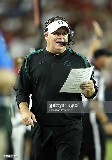Head coach Chip Kelly of the Oregon Ducks during the college football game against the Arizona Wildcats at Arizona Stadium on September 24, 2011 in...