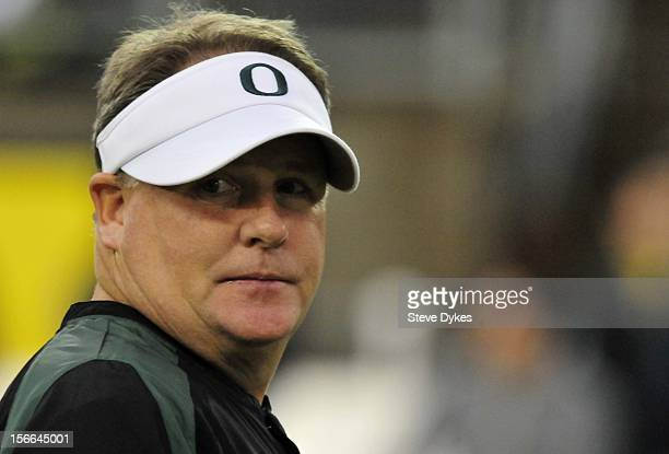 Head coach Chip Kelly of the Oregon Ducks looks on as his team warms up before the game against the Stanford Cardinal at Autzen Stadium on November...