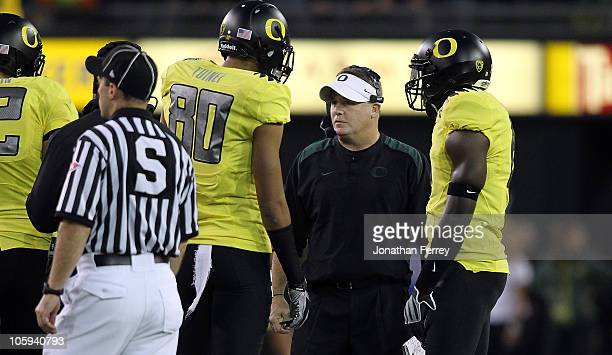 Head Coach Chip Kelly of the Oregon Ducks talks to players duringa atimeout agaist the UCLA Bruins on October 21, 2010 at the Autzen Stadium in...