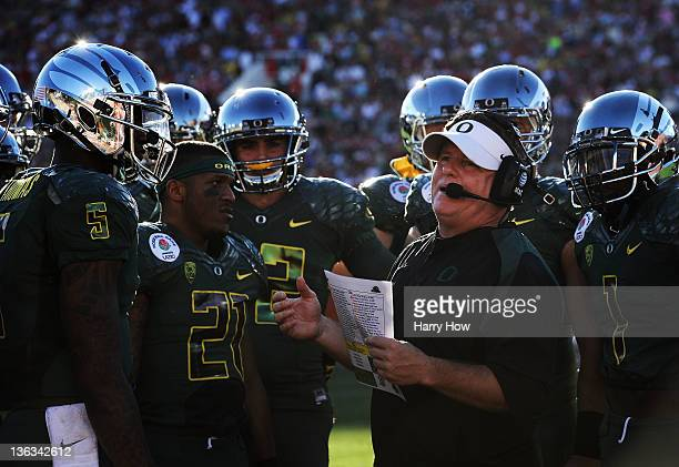 Head coach Chip Kelly of the Oregon Ducks talks with Darron Thomas and LaMichael James in the first half as the Ducks take on the Wisconsin Badgers...