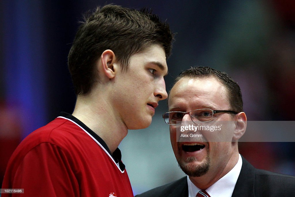 Head coach Chris Fleming (R) of Brose Baskets talks to his player Tibor Pleiss before game four of the Beko Basketball Bundesliga play off finals between Deutsche Bank Skyliners and Eisbaeren Bremerhaven at the Ballsporthalle on June 15, 2010 in Frankfurt am Main, Germany.