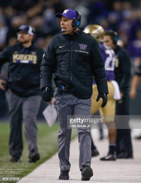 Head coach Chris Petersen of the Washington Huskies reacts to a missed PAT in the first quarter against the Utah Utes at Husky Stadium on November 18...