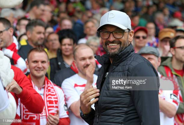 Head coach Claus Dieter Wollitz of Cottbus looks on prior to the 3. Liga match between FC Energie Cottbus and VfL Osnabrueck at Stadion der...
