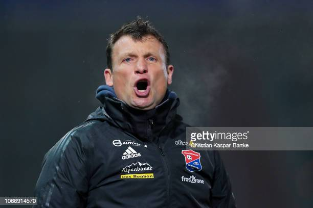 Head coach Claus Schromm of SpVgg Unterhaching reacts during the 3 Liga match between SpVgg Unterhaching and 1 FC Kaiserslautern at Alpenbauer...