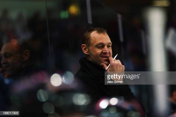 Head coach Dan Ratushny of Straubing reacts during the DEL match between Thomas Sabo Ice Tigers and Straubing Tigers at Arena Nuernberger...