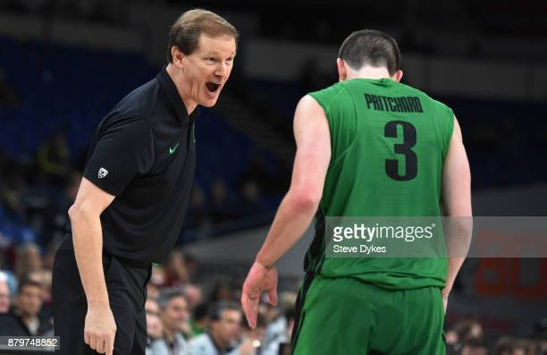 Head coach Dana Altman yells at Payton Pritchard of the Oregon Ducks during the second half of the game against the Oklahoma Sooners during the...