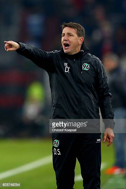 Head coach Daniel Stendel of Hannover issues instructions during the Second Bundesliga match between Fortuna Duesseldorf and Hannover 96 at...