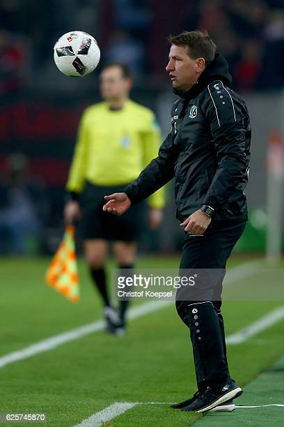 Head coach Daniel Stendel of Hannover throws the ball during the Second Bundesliga match between Fortuna Duesseldorf and Hannover 96 at EspritArena...