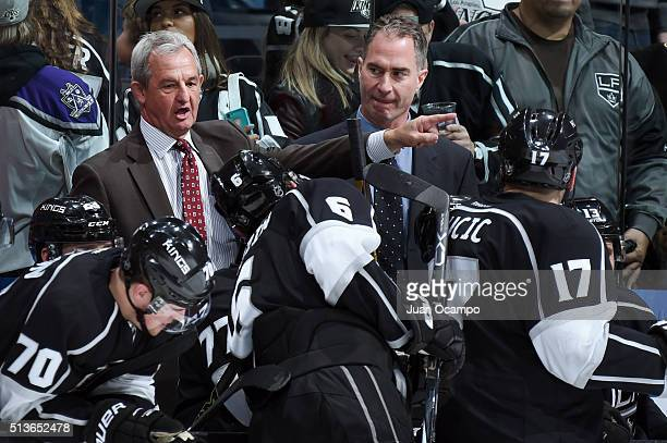 Head coach Darryl Sutter of the Los Angeles Kings talks to his players during the game against the Montreal Canadiens on March 3 2016 at Staples...
