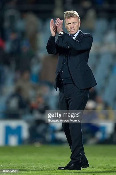 Head coach David Moyes of Real Sociedad de Futbol claps to Real Sociedad fans after winning the La Liga match between Getafe CF and Real Sociedad de...