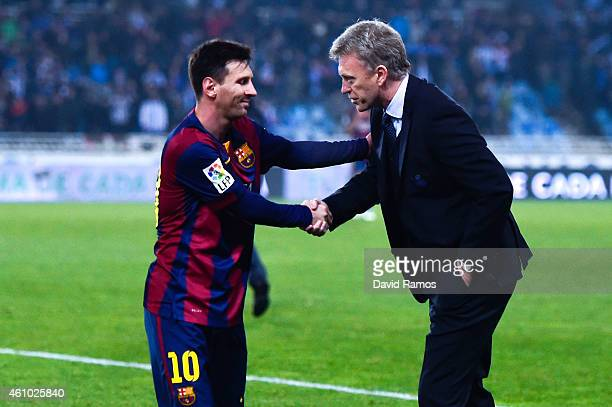 Head coach David Moyes of Real Sociedad shakes hands with Lionel Messi of FC Barcelona at the end of the La Liga match between Real Sociedad de...