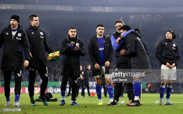 Head coach David Wagner of Schalke celebrates with his players after winning the DFB Cup round of sixteen match between FC Schalke 04 and Hertha BSC...
