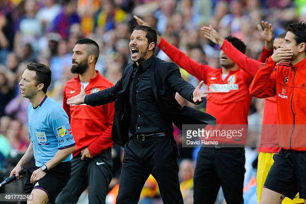 Head coach Diego Pablo Simeone of Atletico de Madrid reacts during the La Liga match between FC Barcelona and Club Atletico de Madrid at Camp Nou on...