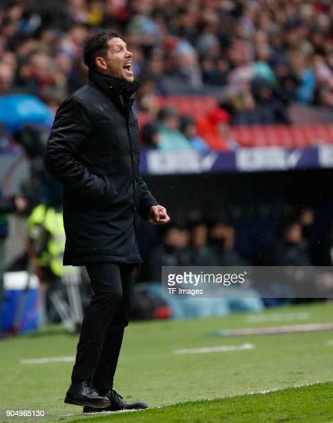 Head coach Diego Pablo Simeone of Atletico Madrid gives instructions during the La Liga match between Atletico Madrid and Getafe at Estadio Wanda...
