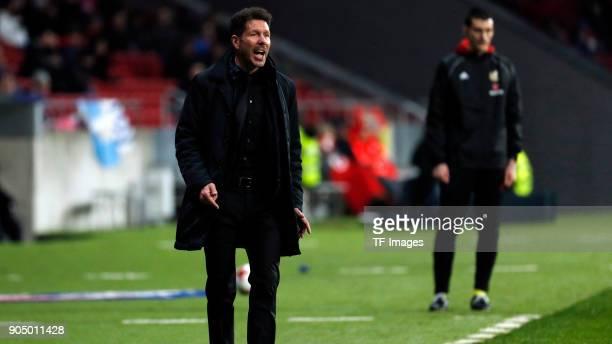 Head coach Diego Simeone of Atletico Madrid shouts during the Copa Del Rey match between Atletico de Madrid and Lleida Esportiu at Wanda...
