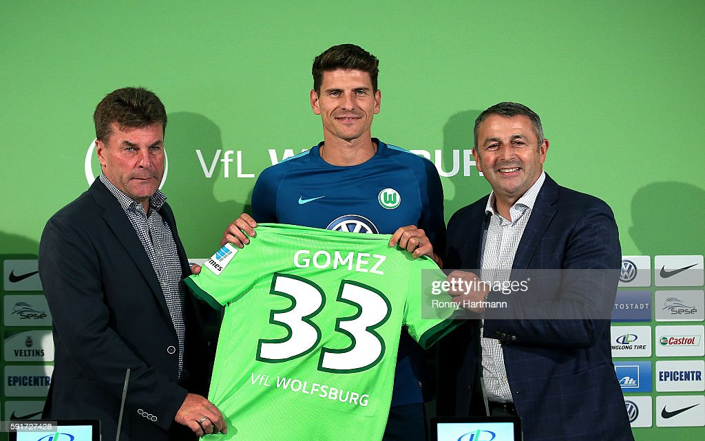 VfL Wolfsburg Unveils New Signing Mario Gomez : News Photo