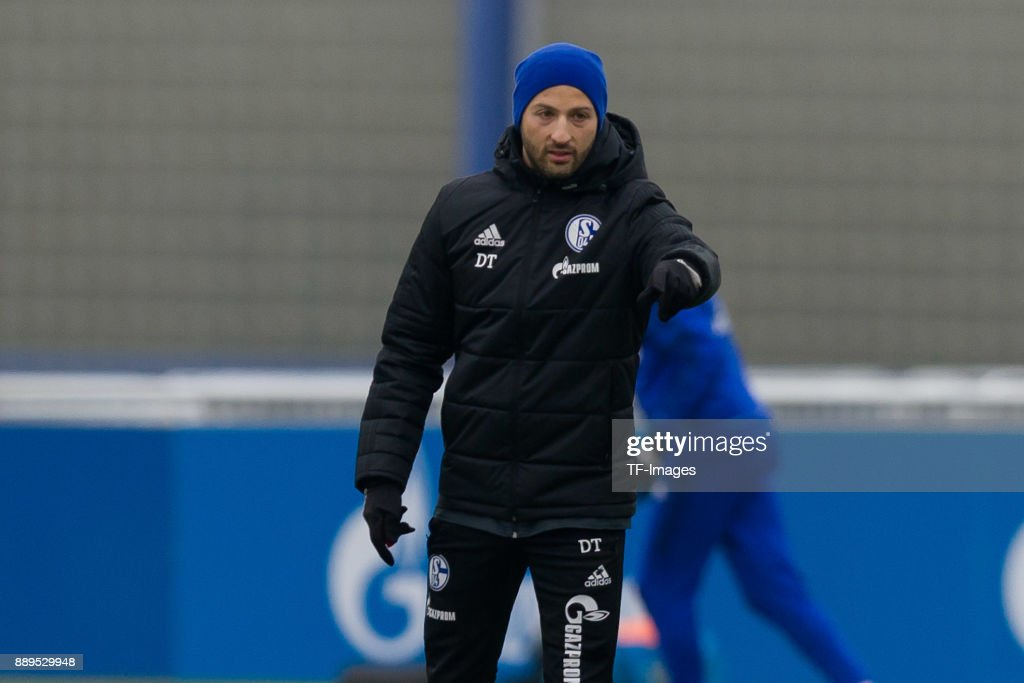 Schalke 04 Training Session : News Photo