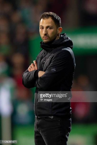 Head coach Domenico Tedesco of Schalke looks on during the Bundesliga match between SV Werder Bremen and FC Schalke 04 at Weserstadion on March 08,...