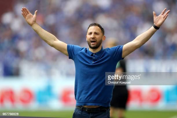 Head coach Domenico Tedesco of Schalke reacts during the Bundesliga match between FC Schalke 04 and Eintracht Frankfurt at VeltinsArena on May 12...