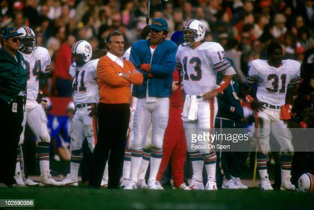 Head Coach Don Shula talks with his quarterback Dan Marino during Super Bowl XIX against the San Francisco 49ers on January 20 1985 at Stanford...