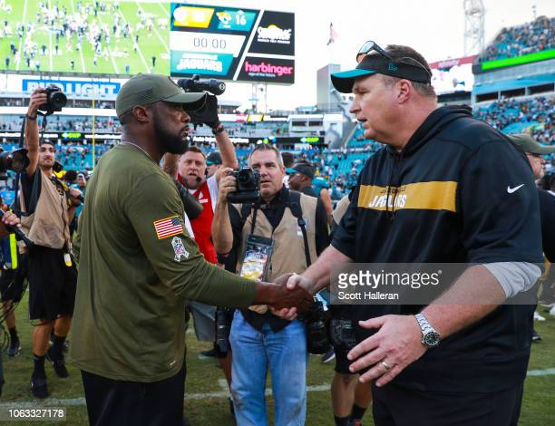 Head coach Doug Marrone of the Jacksonville Jaguars and head coach Mike Tomlin of the Pittsburgh Steelers shake hands following the Steelers 2016...