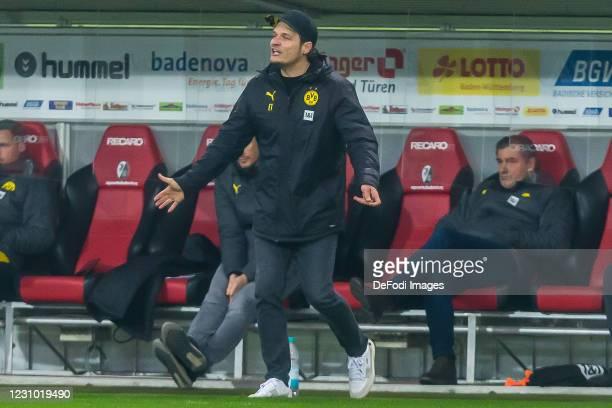 Head coach Edin Terzic of Borussia Dortmund gestures during the Bundesliga match between Sport-Club Freiburg and Borussia Dortmund at...