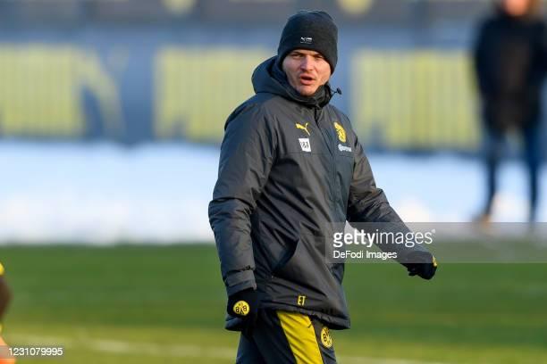 Head coach Edin Terzic of Borussia Dortmund looks on during the Borussia Dortmund training session on February 9, 2021 in Dortmund, Germany.