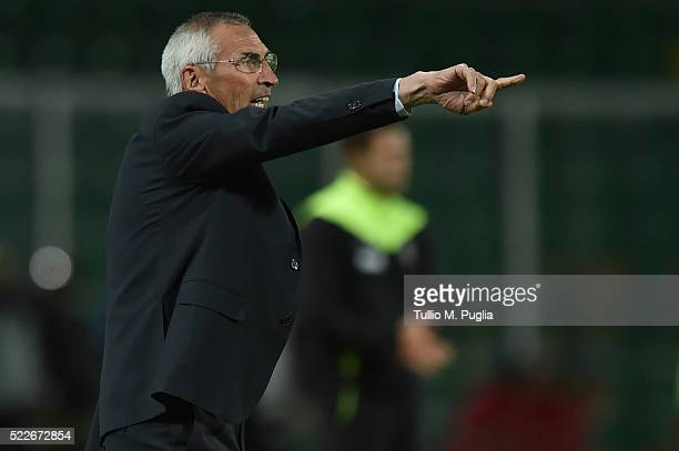 Head coach Edoardo Reja of Atalanta in action during the Serie A match between US Citta di Palermo and Atalanta BC at Stadio Renzo Barbera on April...