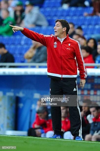 Head coach Eduardo Berizzo of RC Celta de Vigo directs his players during the La Liga match between Real CD Espanyol and Celta Vigo at Cornella-El...