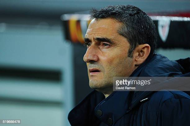 Head coach Ernesto Valverde of Athletic Club looks on during the UEFA Europa League quarter final first leg match between Athletic Bilbao and Sevilla...
