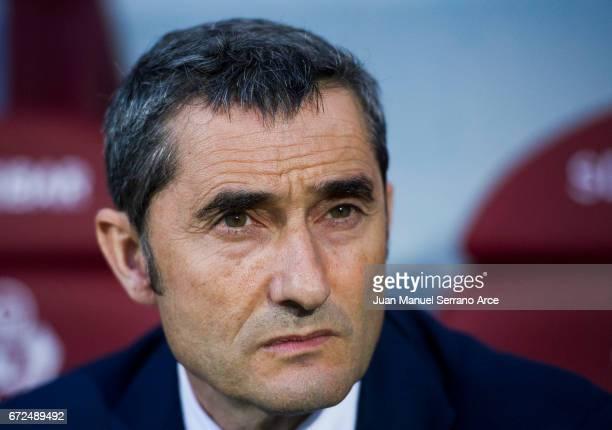 Head coach Ernesto Valverde of Athletic Club looks on prior to the start the La Liga match between SD Eibar and Athletic Club at Ipurua Municipal...