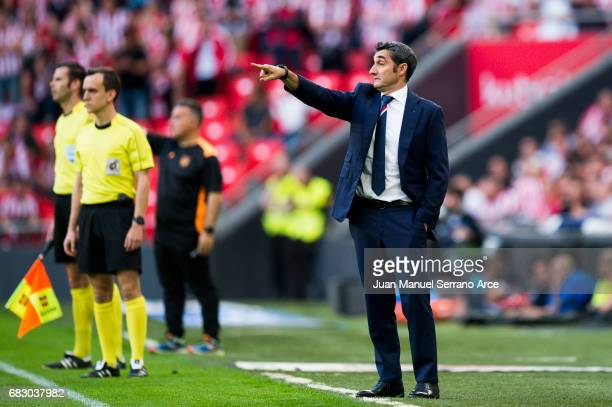 Head coach Ernesto Valverde of Athletic Club reacts during the La Liga match between Athletic Club Bilbao and Club Deportivo Leganes at San Mames...