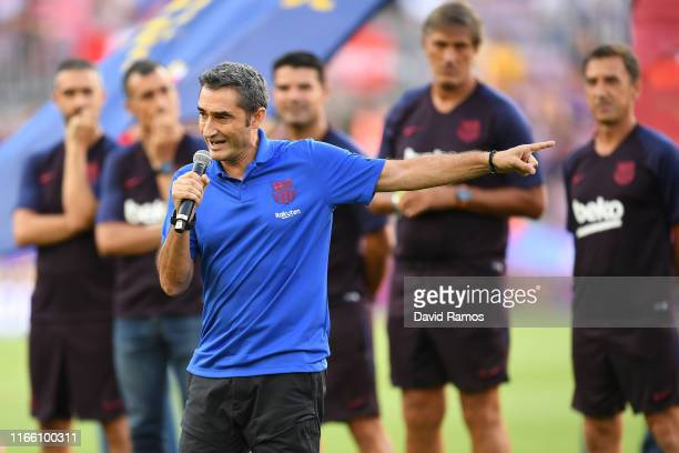 Head coach Ernesto Valverde of FC Barcelona delivers a speech prior to the Joan Gamper trophy friendly match at Nou Camp between FC Barcelona and...