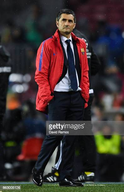 Head coach Ernesto Valverde of FC Barcelona during the UEFA Champions League group D match between FC Barcelona and Olympiakos Piraeus at Camp Nou on...