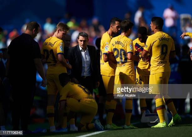 Head coach Ernesto Valverde of FC Barcelona gives his team instructions during the Liga match between Getafe CF and FC Barcelona at Coliseum Alfonso...