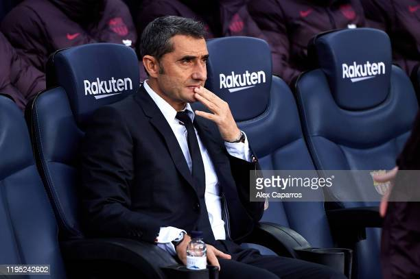 Head Coach Ernesto Valverde of FC Barcelona looks on before the La Liga match between FC Barcelona and Deportivo Alaves at Camp Nou on December 21...