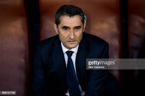 Head coach Ernesto Valverde of FC Barcelona looks on before the La Liga match between Levante UD and FC Barcelona at Estadi Ciutat de Valencia on May...
