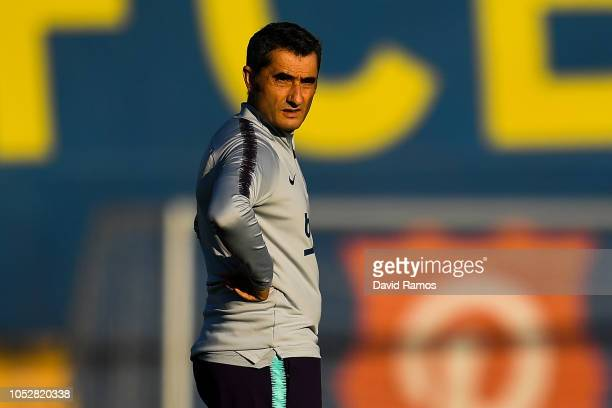 Head coach Ernesto Valverde of FC Barcelona looks on during a training session ahead of the UEFA Champions League Group B match between FC Barcelona...