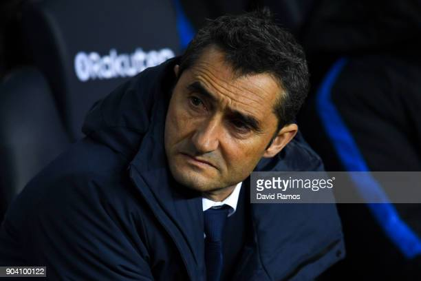 Head coach Ernesto Valverde of FC Barcelona looks on during the Copa del Rey round of 16 second leg match between FC Barcelona and Celta de Vigo at...