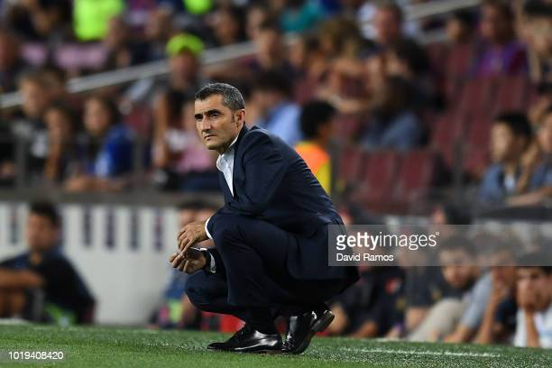 Head coach Ernesto Valverde of FC Barcelona looks on during the La Liga match between FC Barcelona and Deportivo Alaves at Camp Nou on August 18 2018...